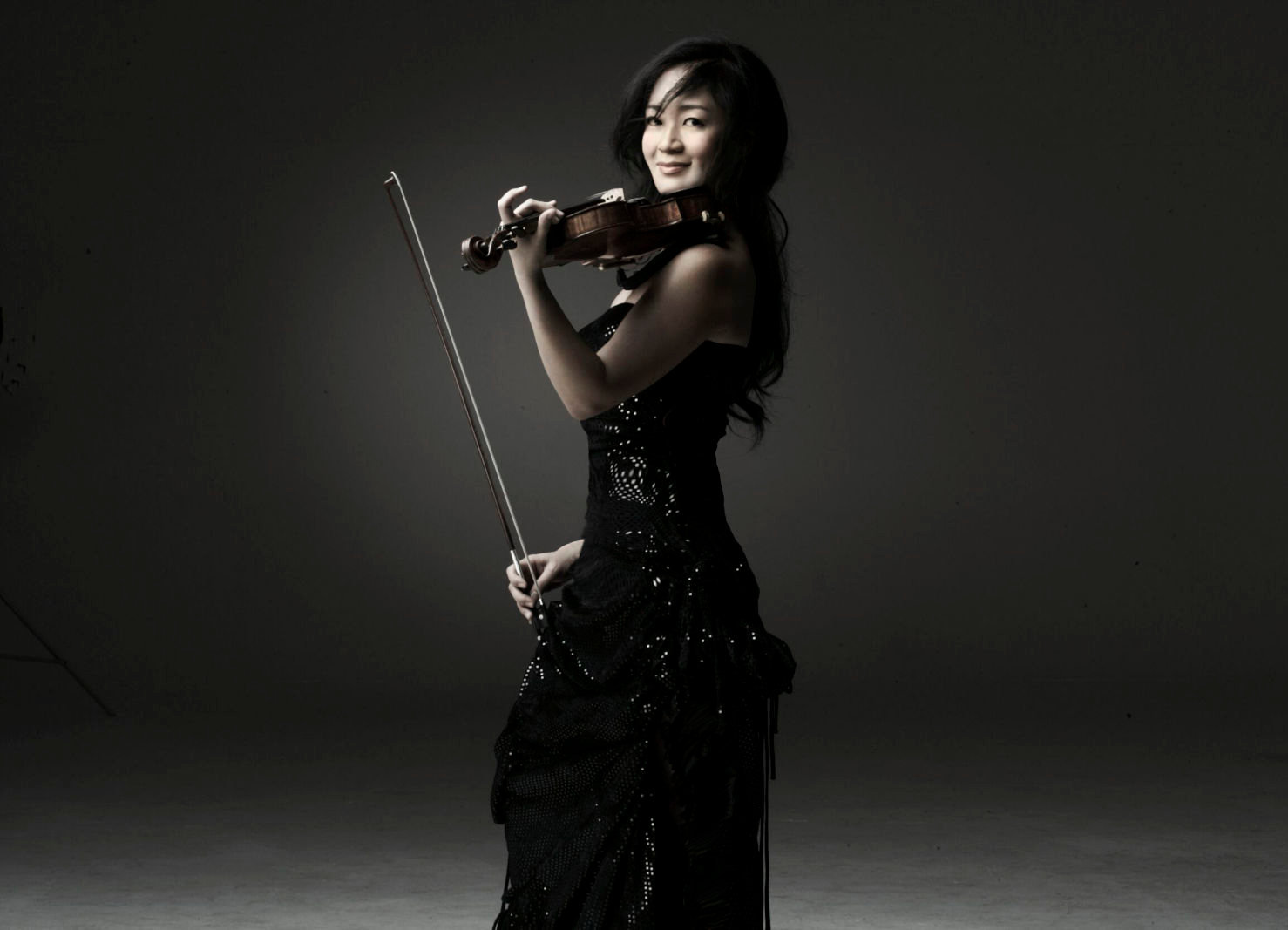 Chee-Yun holding violin wearing black dress
